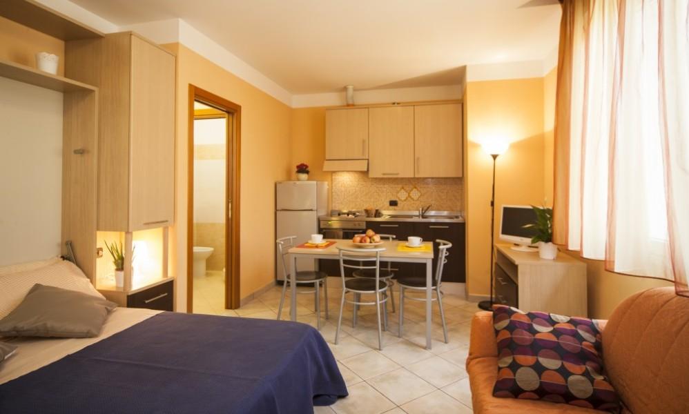 interno di un appartamento monolocale del residence tre rose a savignano