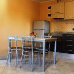 cucina di un appartamento monolocale del residence tre rose a savignano